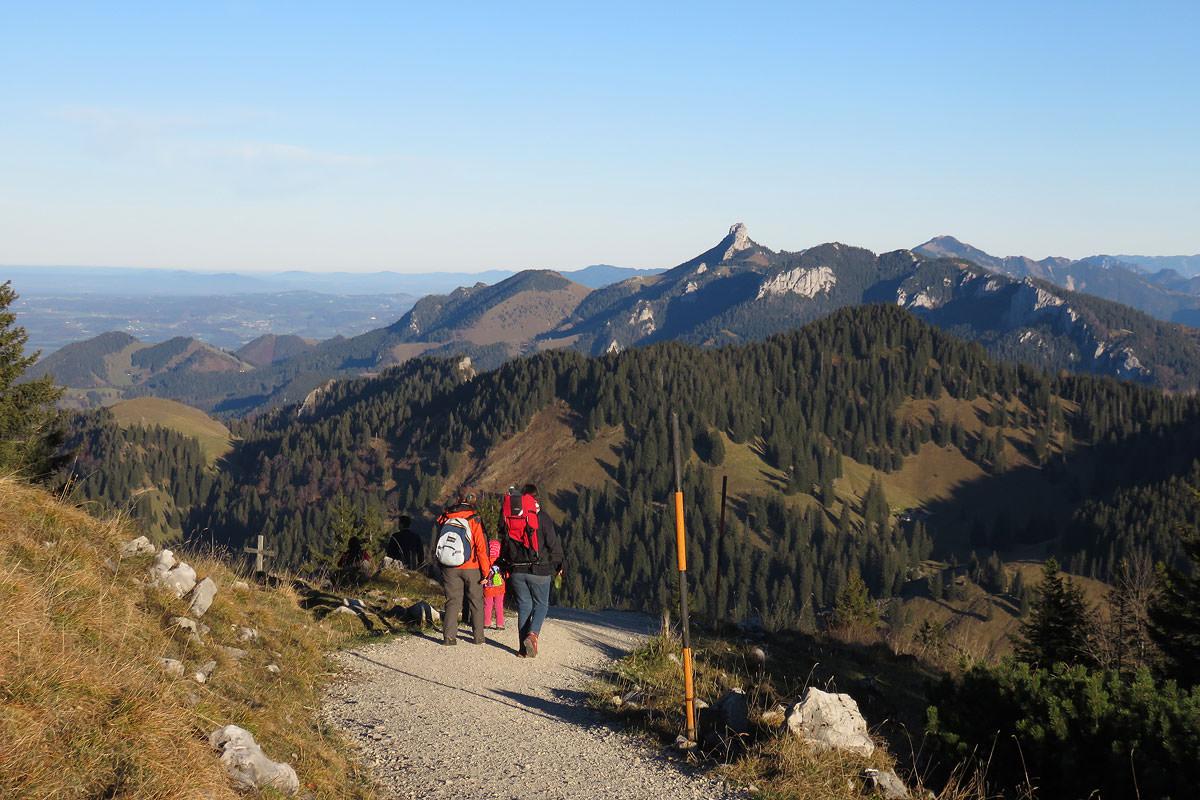 Zahlreiche Wanderwege ziehen sich durch das Alpenhochtal Samerberg.