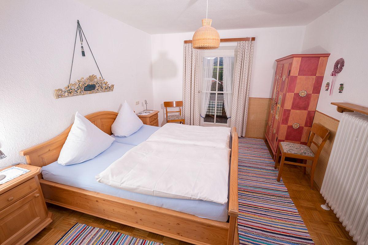 Gemütliches Schlafzimmer in der Ferienwohnung Hochries